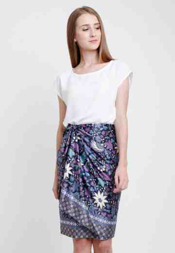 Sonia Skirt in Navy image