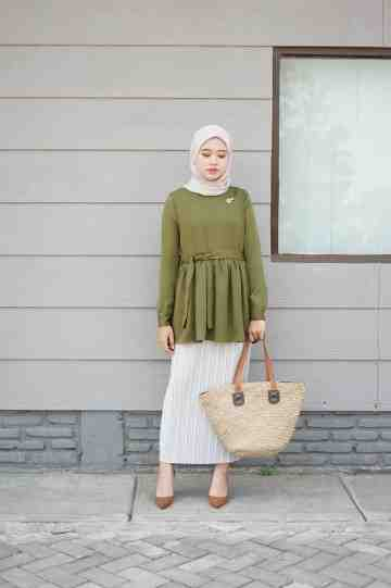 Calisse top UP deep olive image