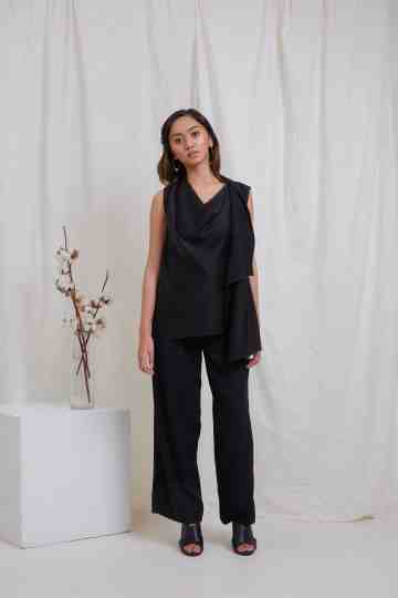 Black Sleeveless Drape Top