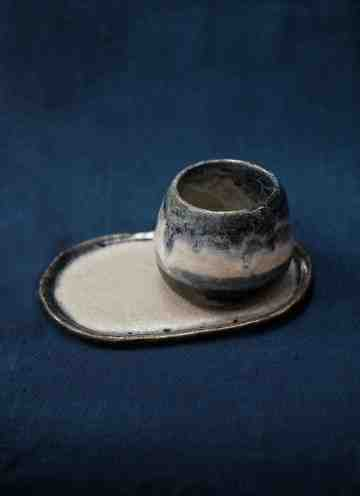 Melted Round Cup with Tray.