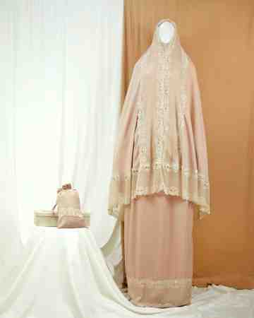 Annisa Prayer Robe Salem image