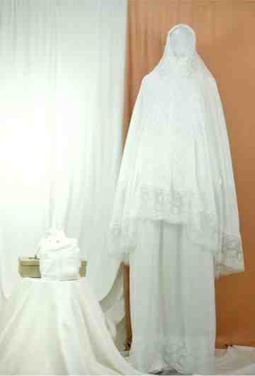 Annisa Prayer Robe Pearl White image