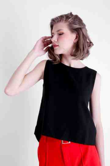 V BACK SLEEVELESS BLOUSE