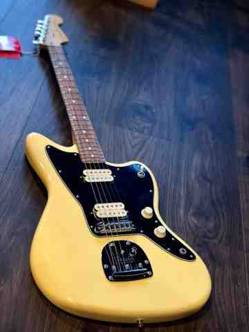 Fender Player Series Jazzmaster in Buttercream with Pau Ferro FB