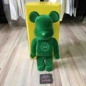 The Parking Ginta Bearbrick 400%