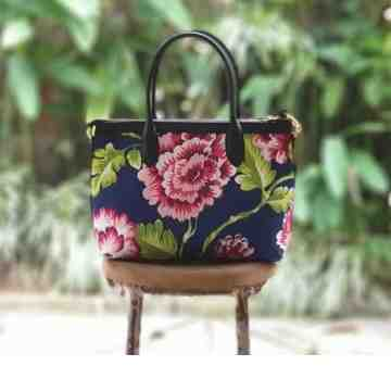Premium Hand Bag Chrysanthemum Pink Flower image