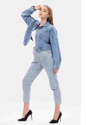 Pockets Crop Basic Denim Jacket in Blue image