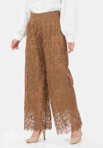 Lace Culotte Pants in Beige image