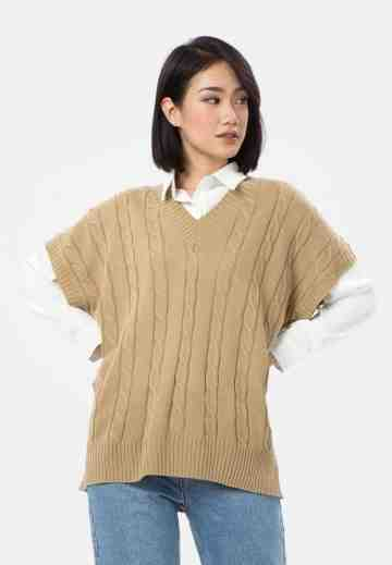 Cable Knit Vest in Beige image
