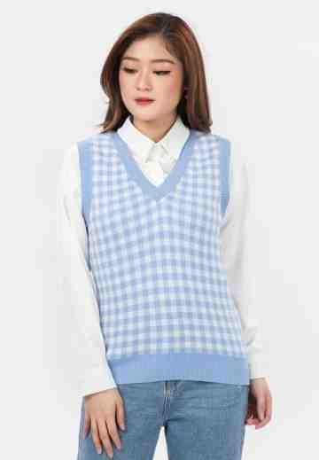 Checker Knit Vest in Light Blue image